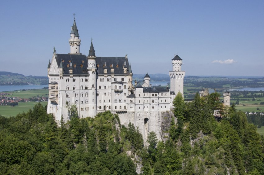 The castle of the fairy-tale king (Neuschwanstein castle, in Schwangau)